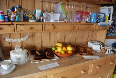 cake-sideboard