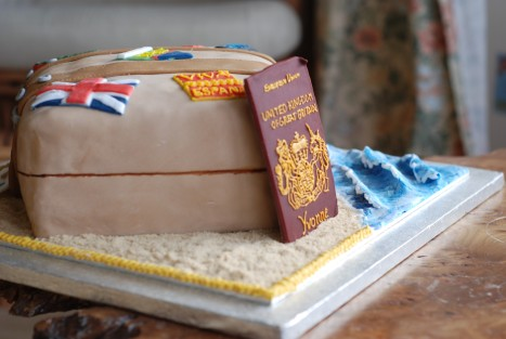 Suitcase cake 1